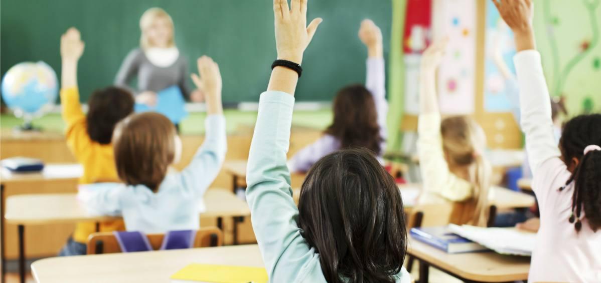 Hutchinson defends school voucher bill after Elliott, Democrats criticize thumbnail