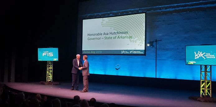 Gov. Hutchinson makes annual appeal for fintech jobs, FIS extends sponsorship of accelerator program thumbnail