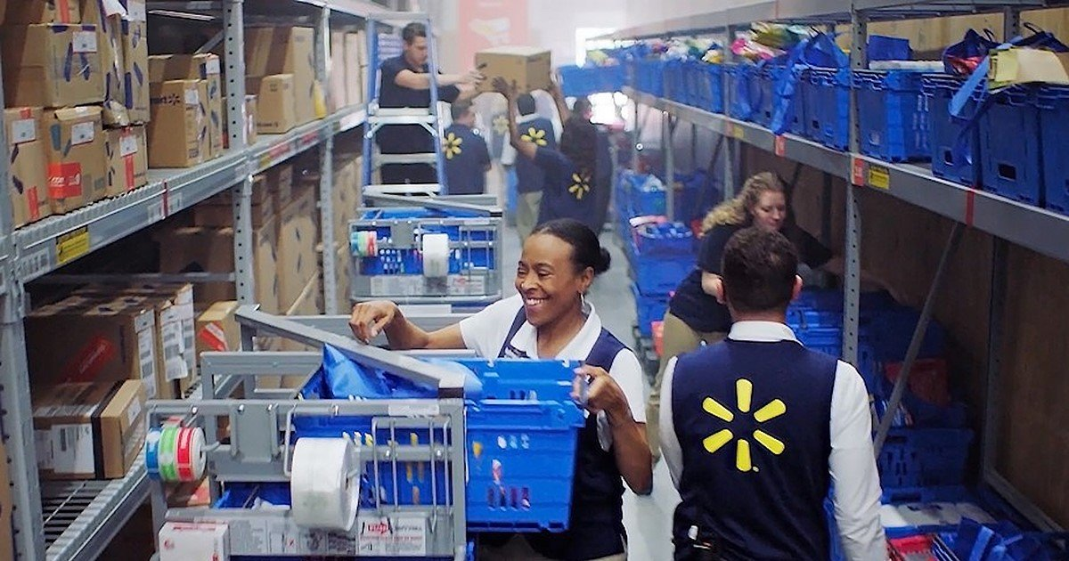 Walmart beats expectations with worthy quarter; raises fleshy-twelve months steering thumbnail
